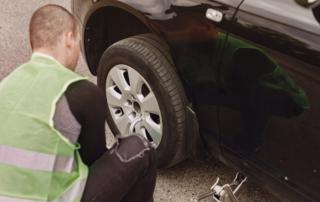 Comment changer un pneu de voiture ?