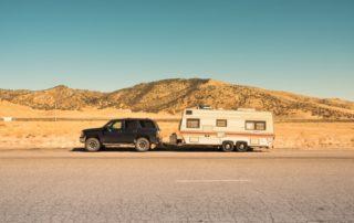 camping-car avec un attelage